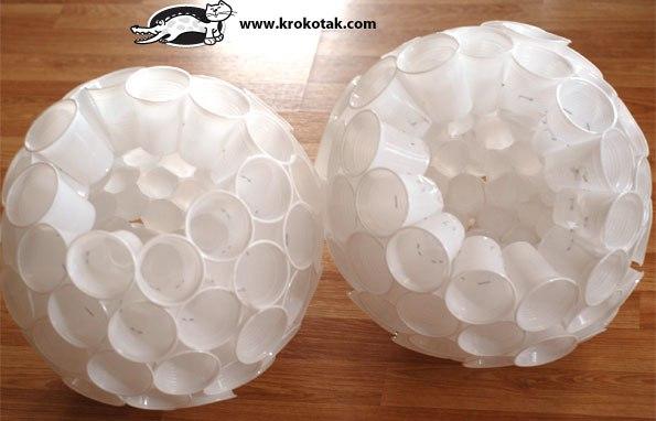 Шар из пластиковых стаканов