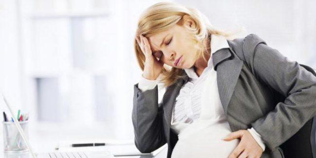 У девушки болит голова при беременности