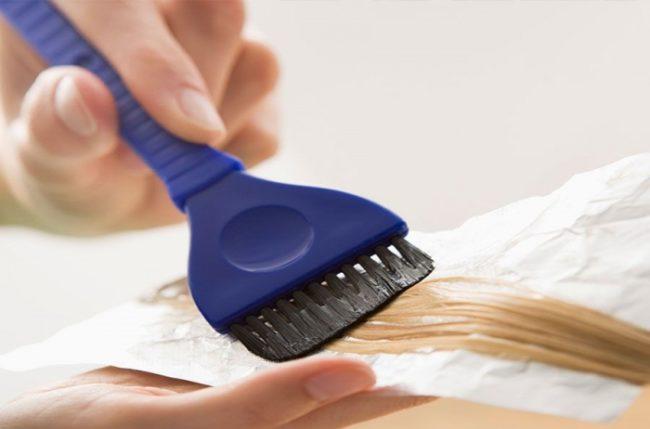 Нанесение краски для волос с содержанием аммиака