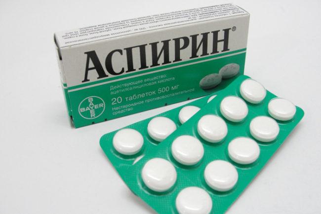 Таблетки аспирина в упаковке