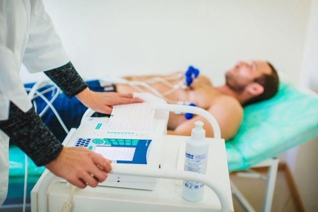 Электрокардиограмма проводимая на мужчине