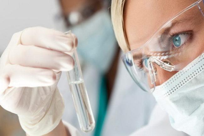 Исследование инфекций в прозрачной колбе
