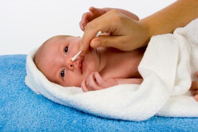 Очищение носика у новорождённого