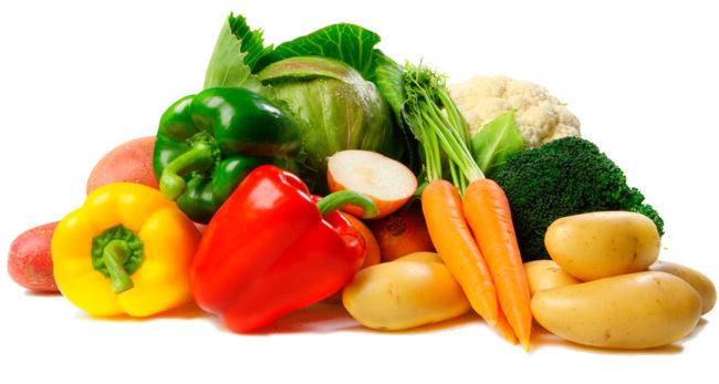 Разноцветные овощи на белом фоне