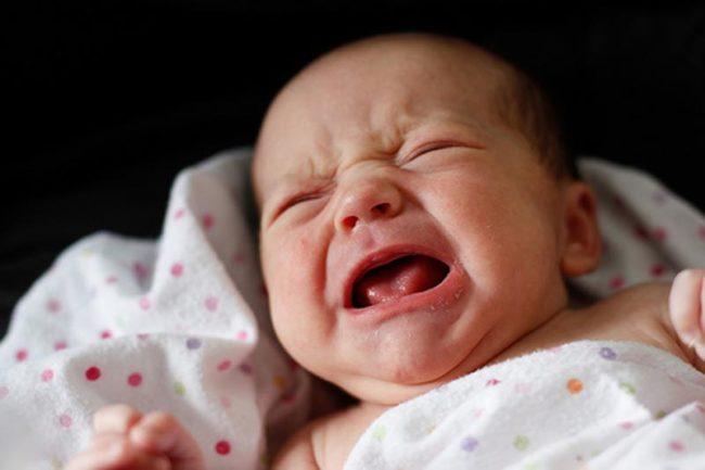 Крик новорождённого малыша