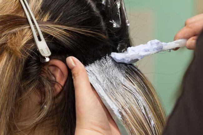 Процедура окрашивания длинных русых волос