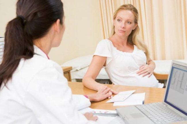 Беременная женщина на приеме у доктора