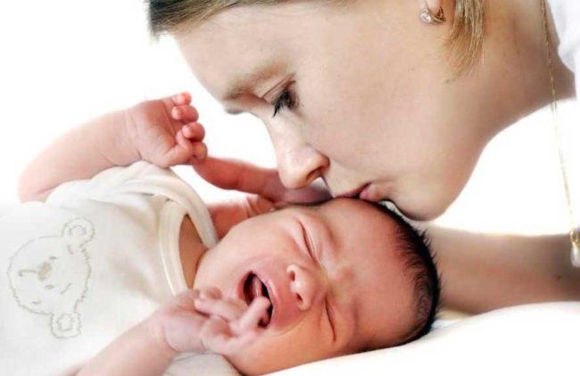 Заболевший новорождённый малыш