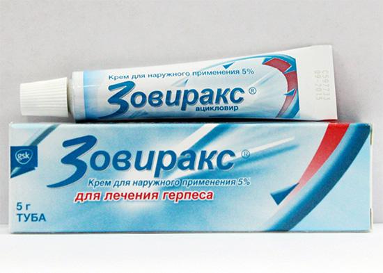 Голубая упаковка крема Зовиракс