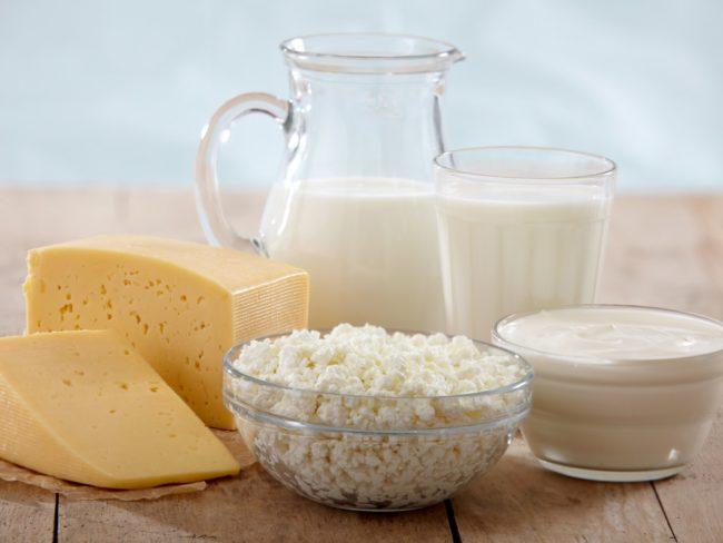Кисломолочные продукты кефир сыр молоко ряженка