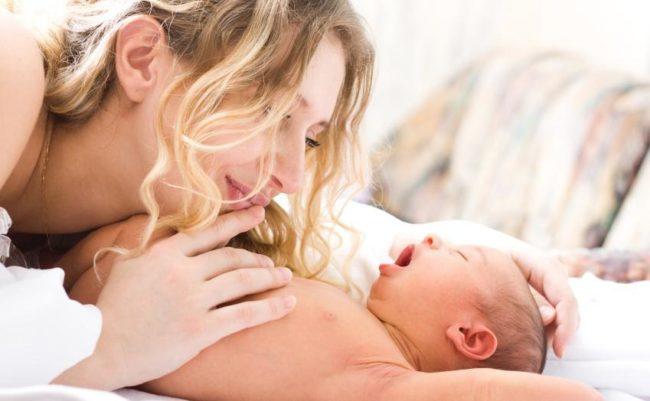 Мама и новорождённый малыш