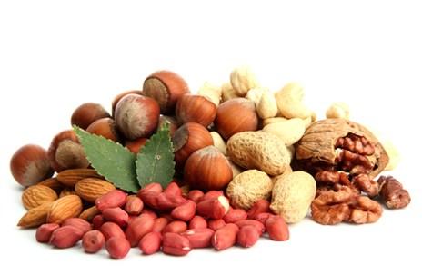 Горсть из орехов кешью арахиса фундука миндаля грецкого ореха