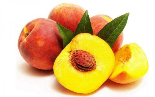 Сочный спелый красивый персик