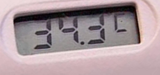 Электронный градусник после измерения температуры