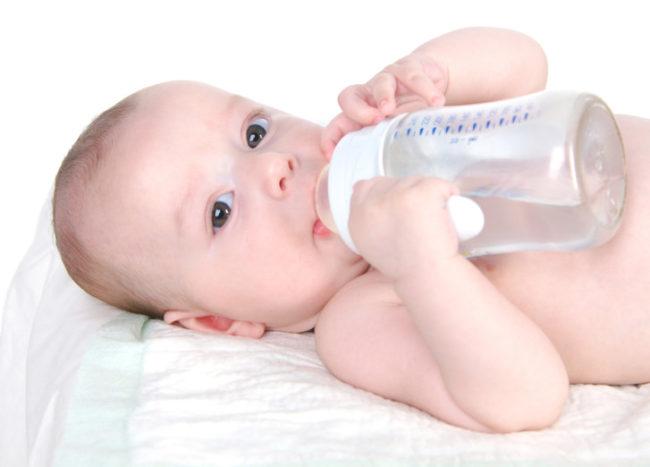 Вода для новорождённого в бутылочке