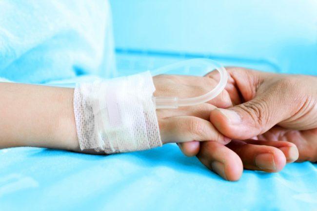 Перевязанная рука новорождённого