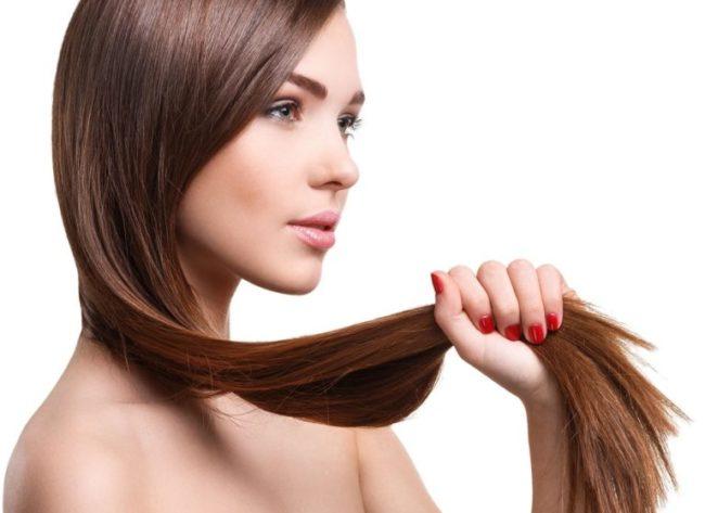 Длинные волосы у женщины