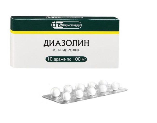 Лечебный препарат Диазолин в бело-зелёной упаковке на белом фоне