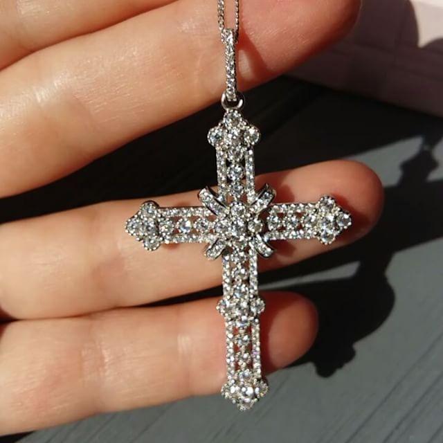 Серебряный крестик инкрустированный драгоценными камнями